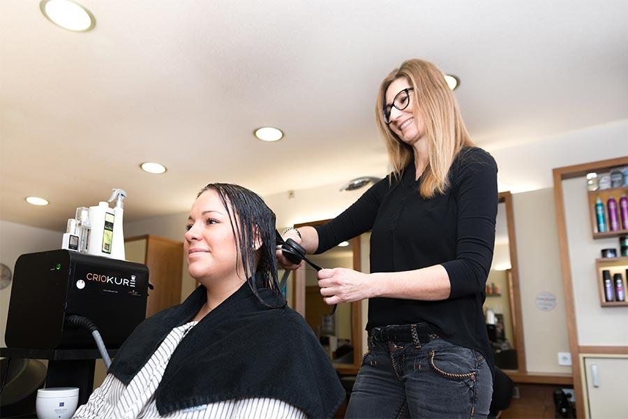 Versiegelung der Haare bei Claudias Haarstudio